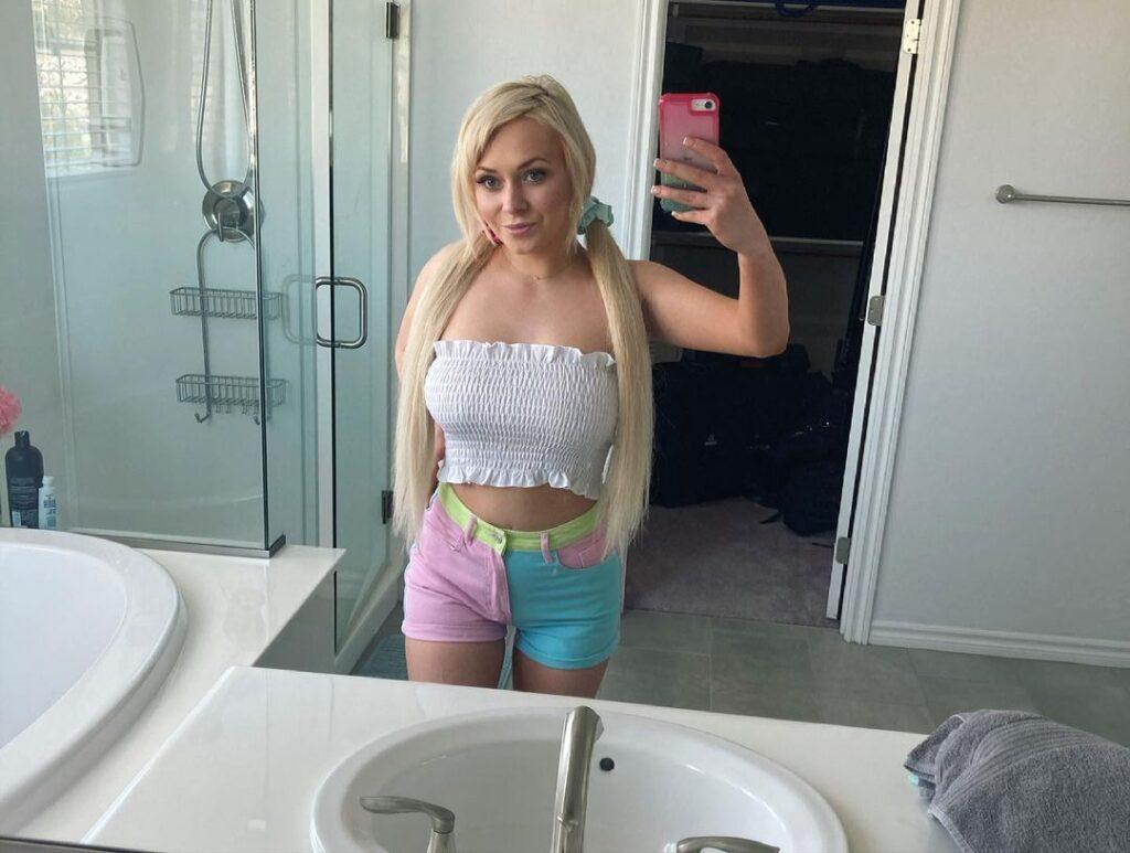 Ava Sinclaire – age, bio, wiki, boyfriend, photos, 2021