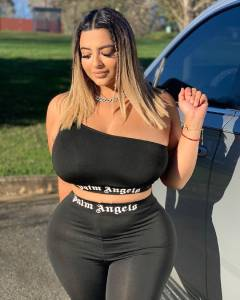 Tania Bombon - Height, Weight, Bio, Wiki, Age, Photo, Instagram